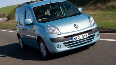 Renault Kangoo mpv front tracking