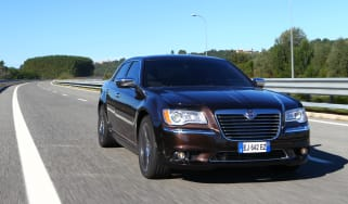 Chrysler 300C 2012 front tracking