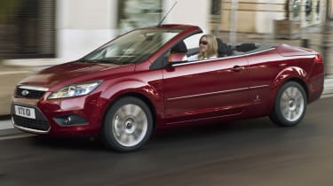 Ford Focus CC convertible front tracking