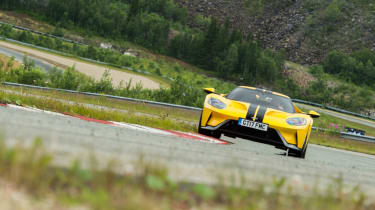 Ford GT Norway road trip - track curbing