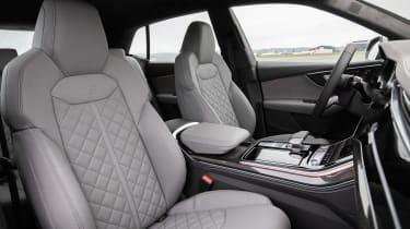 Audi SQ8 - front seats
