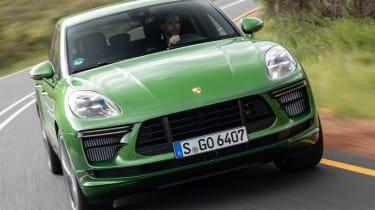 Porsche Macan Turbo - front cornering