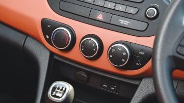 Hyundai i10 - interior detail