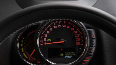 MINI Countryman Cooper S E ALL4 - dials