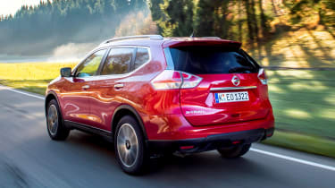 Nissan X-Trail 2.0 diesel - rear