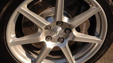 Aston Martin Vantage Roadster wheel