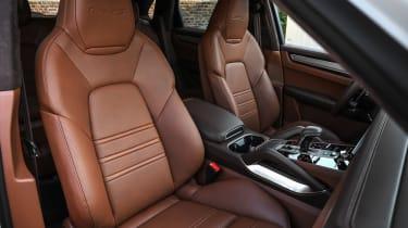 Porsche Cayenne Turbo S E-Hybrid - front seats