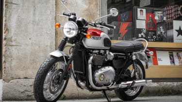 Triumph Bonneville T120 review - red and white
