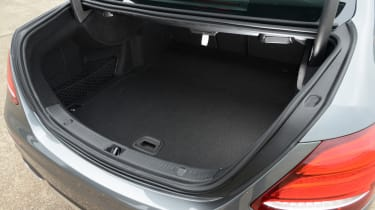 Mercedes E 350d 2016 - boot space
