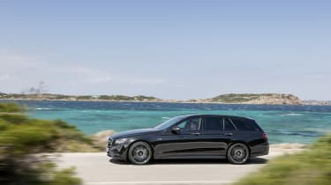 Mercedes-AMG E 43 Estate - side tracking