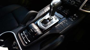 Porsche Cayenne Turbo - front tracking
