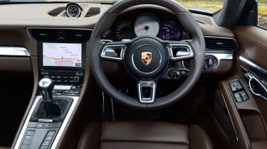 Porsche 911 Carrera 4S 2016 - interior
