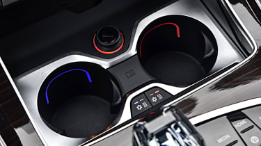 BMW X7 - cup-holders