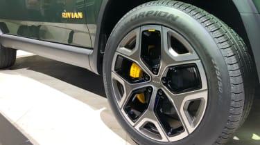 rivian r1s alloy wheel la motor show