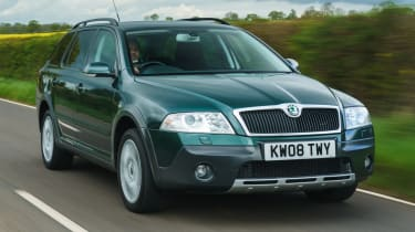 Skoda Octavia Scout - front tracking