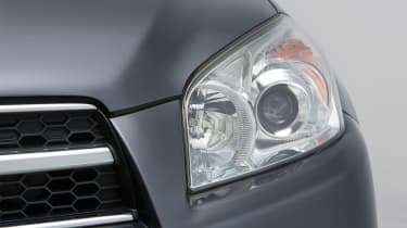 Used Toyota RAV4 - front light detail