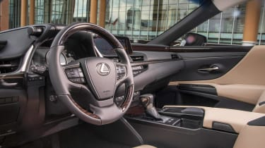 Lexus ES - cabin