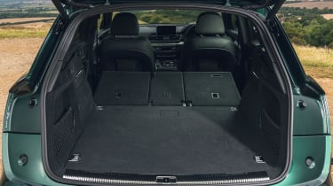 Audi Q5 55 TFSI e - boot seats down