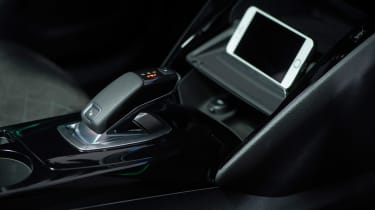 Peugeot e-2008 - phone