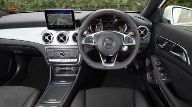 Mercedes GLA facelift - dash