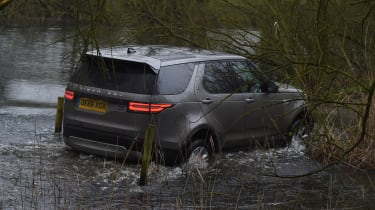 Land Rover Discovery HSE Luxury - rear