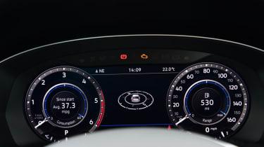 Volkswagen Passat Alltrack - driver dials