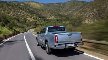 Mercedes X-Class - rear tracking