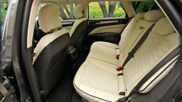 Ford Mondeo Vignale - rear seats