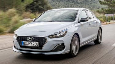 Hyundai i30 Fastback - front tracking