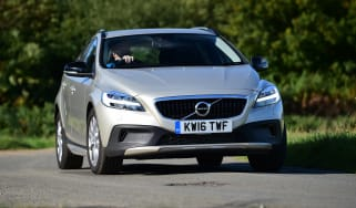 Volvo V40 Cross Country - front cornering