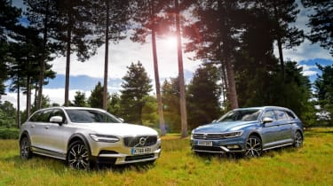 Volvo V90 Cross Country vs Volkswagen Passat Alltrack