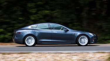 Tesla Model S Long Range - side action