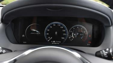 Jaguar F-Pace 25t - dials