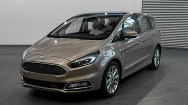 Ford S-MAX Vignale - studio front quarter 4