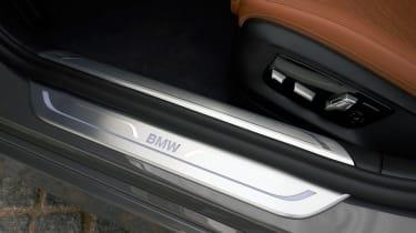 BMW 750i - sill