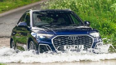 Audi Q5 Sportback - water splash