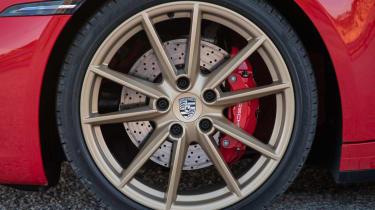 New Porsche 911 Cabriolet 2019 gold wheel
