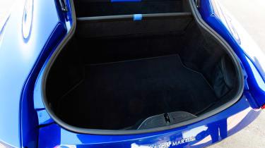 Aston Martin Vantage - boot