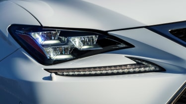 Lexus RC - front light