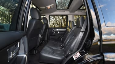 Land Rover Discovery Mk4 - rear seats