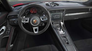 Porsche 911 Carrera 4 GTS Cabriolet - dash