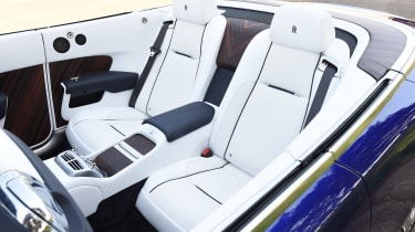 Convertible megatest - Rolls-Royce Dawn - rear seats