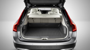 Volvo V90 Cross Country - studio boot
