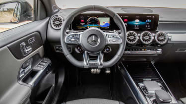 Mercedes-AMG GLB 35 - dash