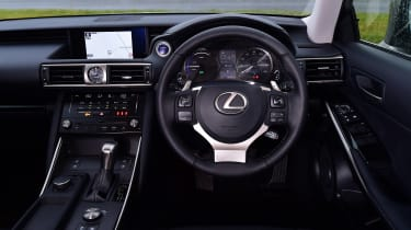 Lexus IS 300h - dash