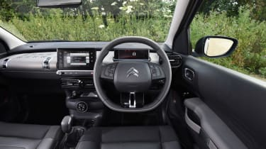 Mercedes V-Class UK drive - front tracking