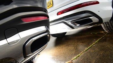 Mercedes GLS vs Audi Q7 - exhausts