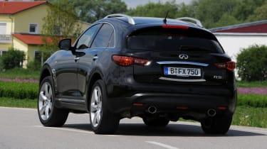 Infiniti FX 50S Premium rear cornering