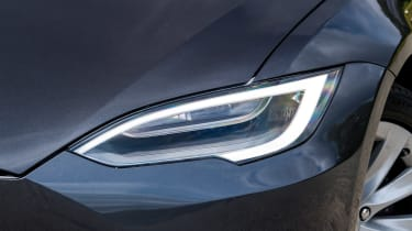 Tesla Model S Long Range - front light