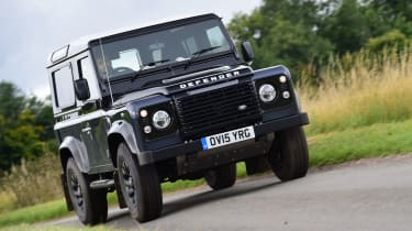 Land Rover Defender Autobiography - front action